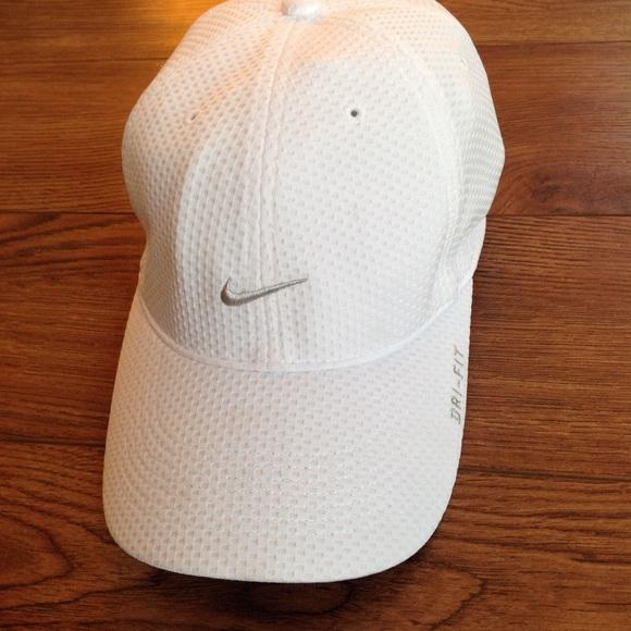 d39a98d8e36e0 Nike TAILWIND DRI-FIT Hat
